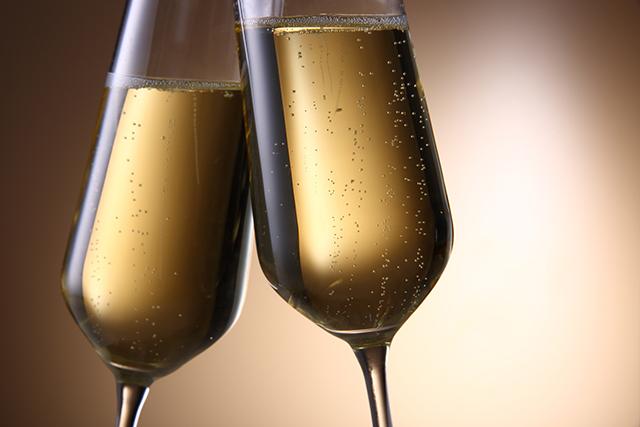 シャンパン と スパークリング ワイン の 違い